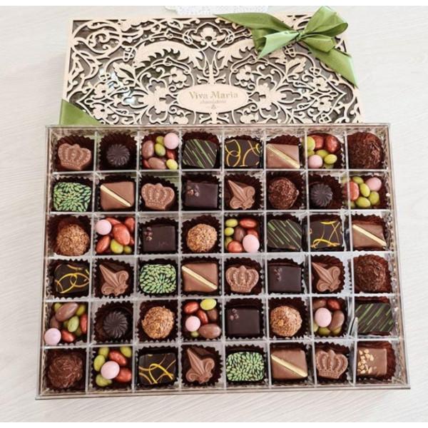 Ассорти на 48 конфет в деревянной коробке