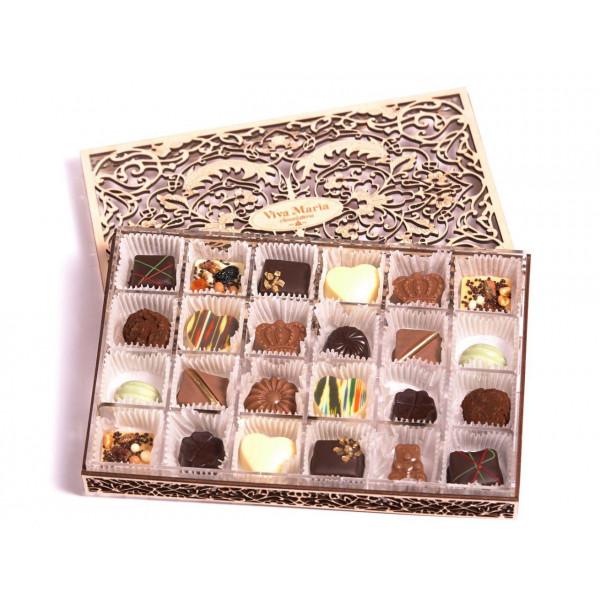Ассорти на 24 конфеты в деревянной коробке
