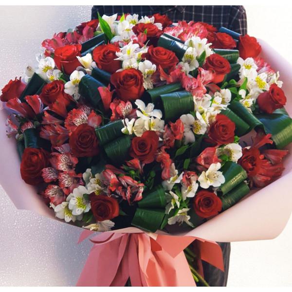 Букет из 21 Розы Голландия в перемшку с листьями Аспириды и Альстромерии