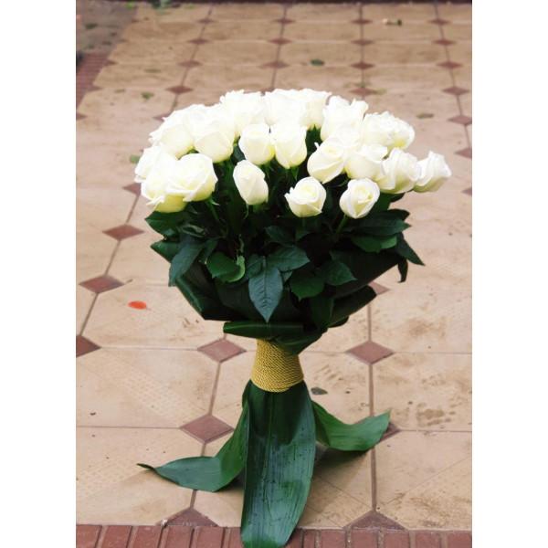 Розы оформленная листьями Аспидистры 1_сорт 70 см 7 роз Букет
