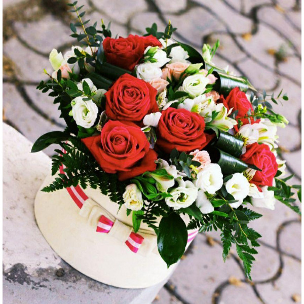 Спрей Розы с Розами и Эустомой